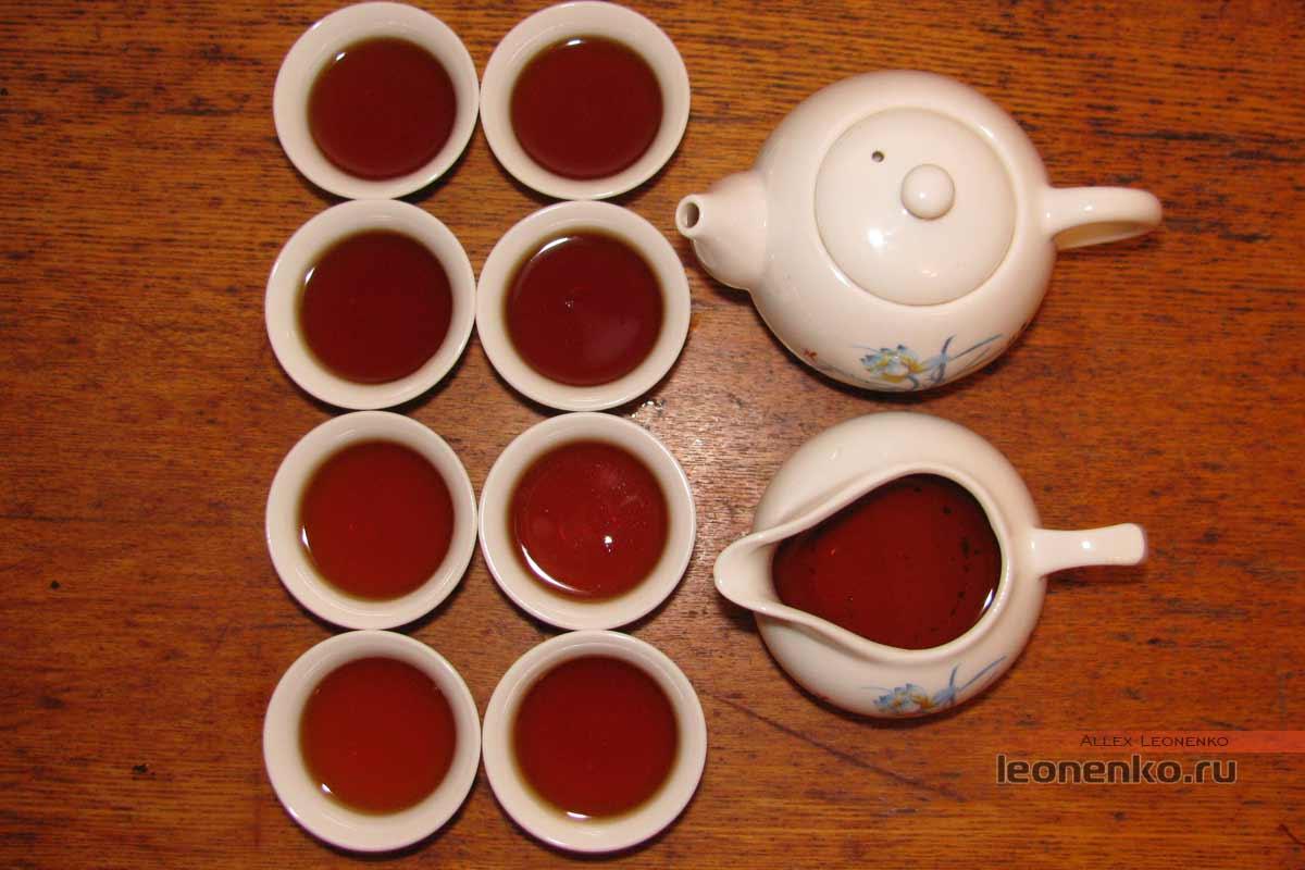 поддельный Шен Пуэр 2007 года в бамбуковой тубе - приготовленный чай