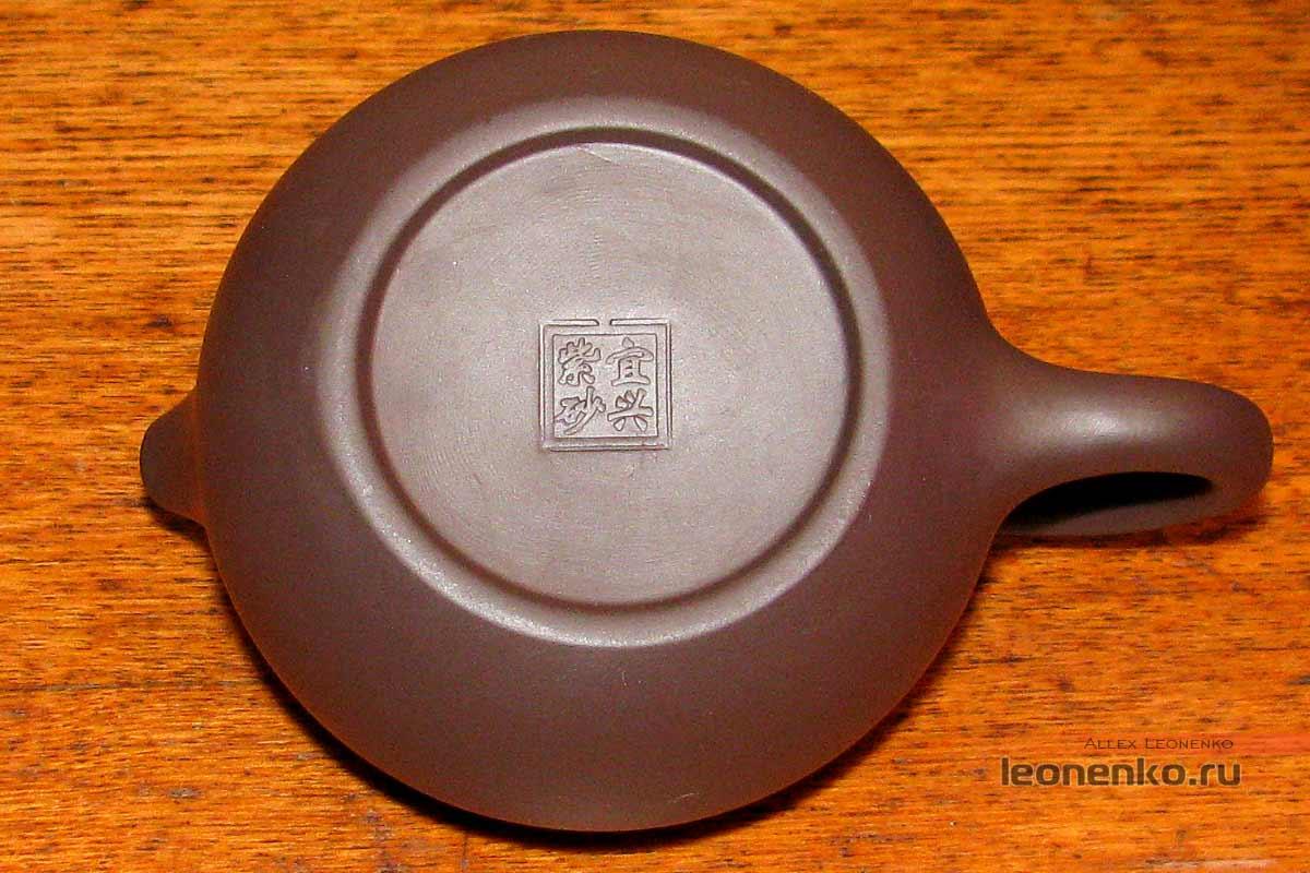 Глиняный набор для чайной церемонии - печать на дне чайника