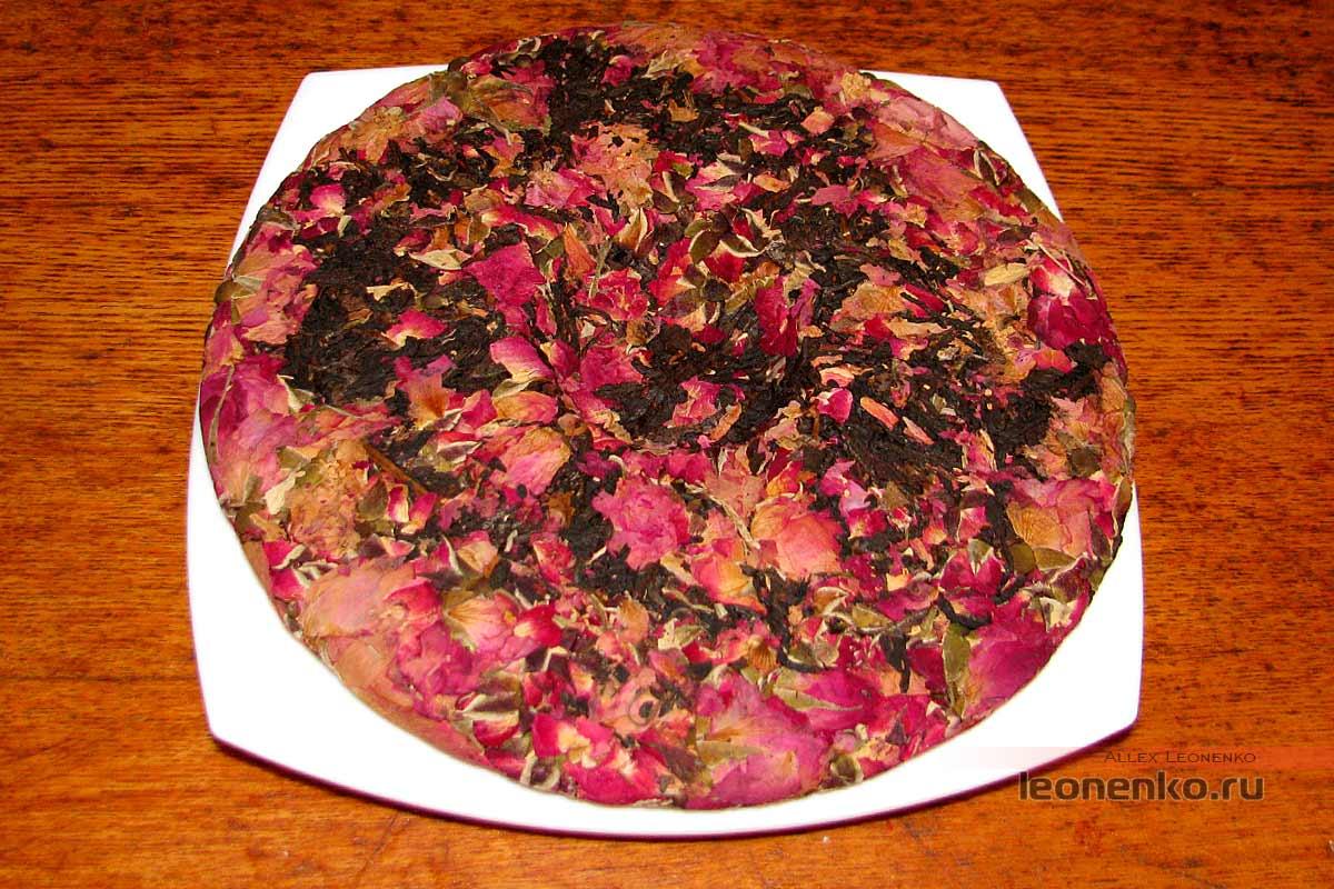 Дянь Хун с бутонами розы в блине бин ча - внешний вид