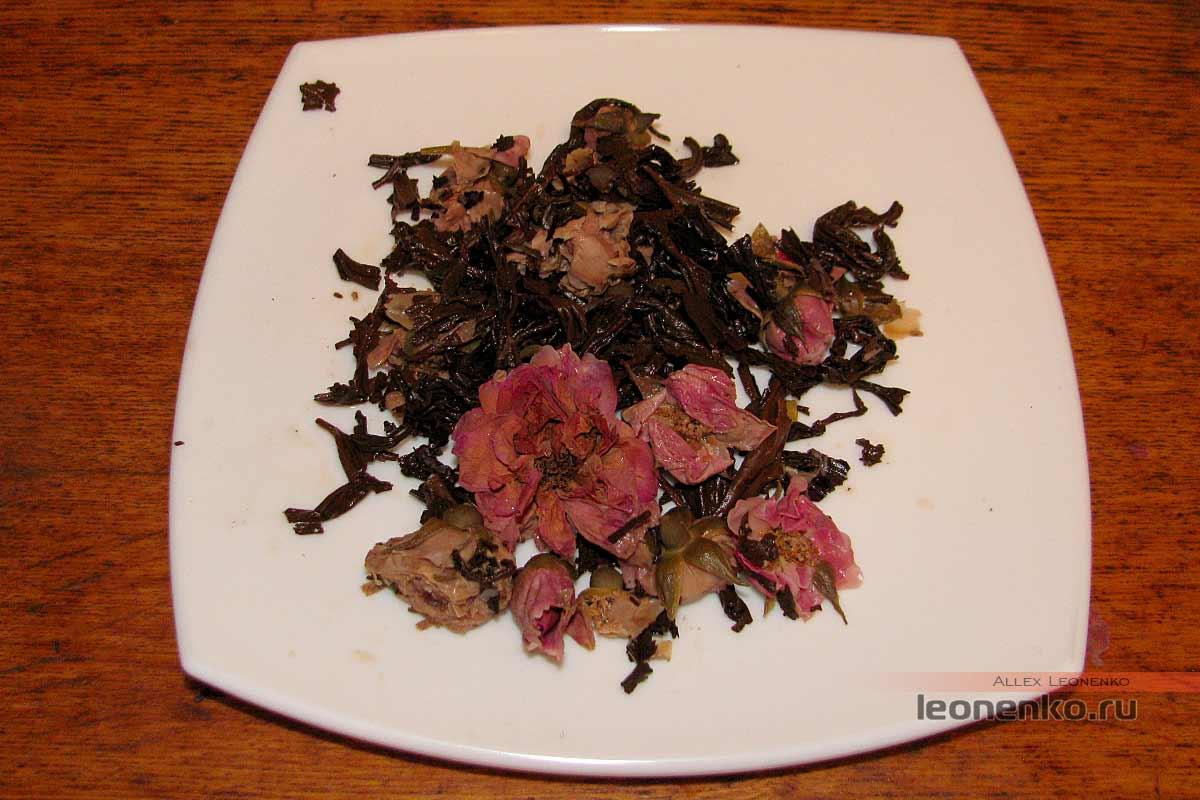 Дянь Хун с бутонами розы в блине бин ча - спитой лист