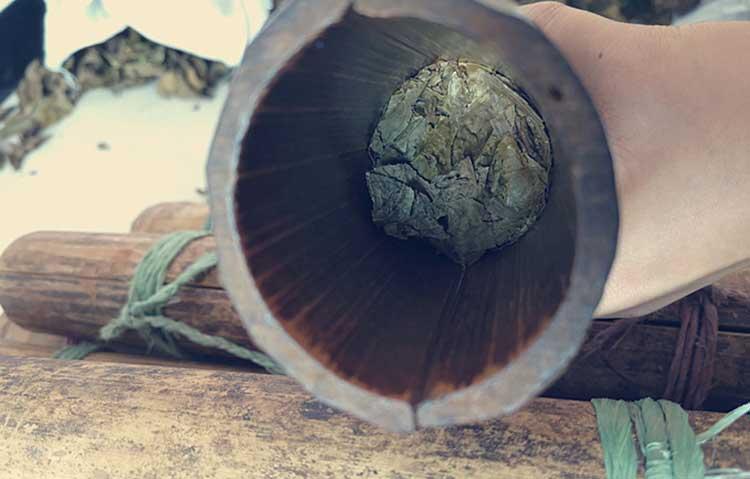 трамбовка чая в бамбуковые тубы