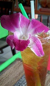 Типичное украшение для напитков в Таиланде