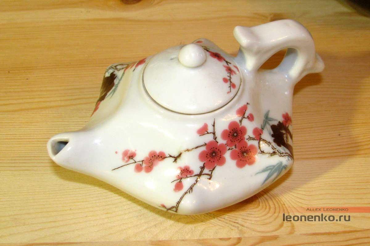Антикварный китайский чайник