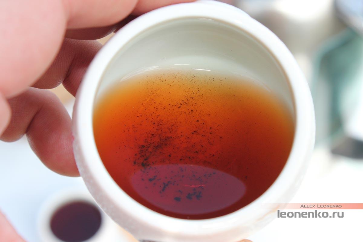 чайная крошка на дне чашки